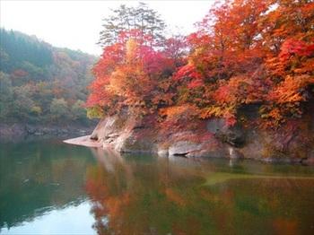 錦秋湖 出典:rurubu.com.jpg